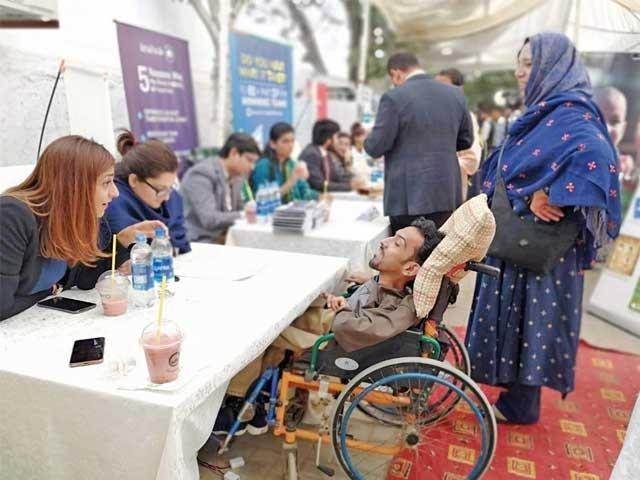 کمپنیوں سے معلوم کریں گے کہ معذوروں کومزید کس تربیت کی ضرورت ہے۔ فوٹو: فائل
