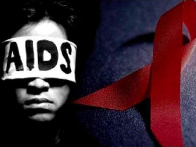سندھ  کے شہر لاڑکانہ، رتو ڈیرو کے 895 افراد میں ایڈز کے جراثیم کی تصدیق ہوچکی ہے، رپورٹ
