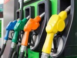 حکومت ڈیزل پر فی لیٹر 45 روپے 75 پیسے، پٹرول پر 35 روپے، مٹی کے تیل پر 20 روپے اور لائٹ ڈیزل پر 15 روپے ٹیکس لے رہی ہے، وزیر پیٹرولیم (فوٹو: فائل)