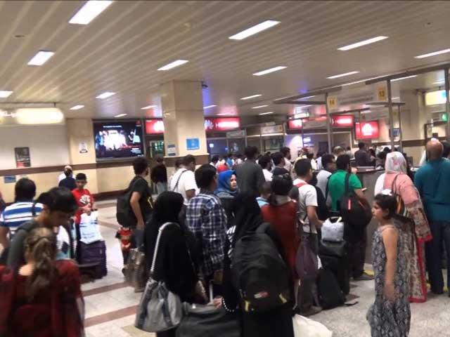 جدید مشینیں کراچی اسلام آباد اور لاہور سے صرف برطانیہ جانیوالی پروازوں کیلئے ہے: فوٹو: فائل