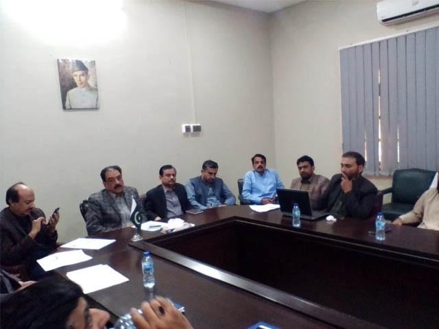 ڈپٹی کمشنر سانگھڑ مرزا ناصر علی غذائی قلت کے خاتمے کے لیے قائم اتحاد کے پہلے اجلاس کی صدارت کرتے ہوئے