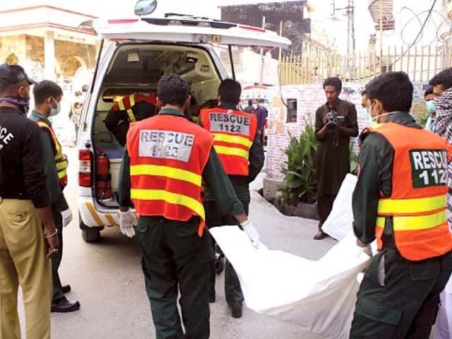 حادثے کا شکار مسافر کوچ تلہ گنگ سے فیصل آباد جا رہی تھی فوٹو: فائل