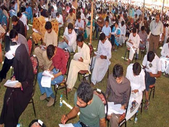 کراچی سے اے ون گریڈ کے ساتھ انٹر پاس کرکے ٹیسٹ میں شامل ہونیوالے94.90 فیصدطلبا ٹیسٹ میں کامیاب رہے ۔ فوٹو:فائل