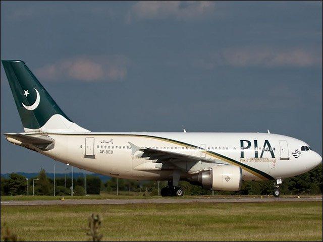 پی آئی اے کے بڑے طیارے کو چھوٹا رن وے استعمال کرنے کی ہدایت کی  گئی ہے، فوٹو: فائل
