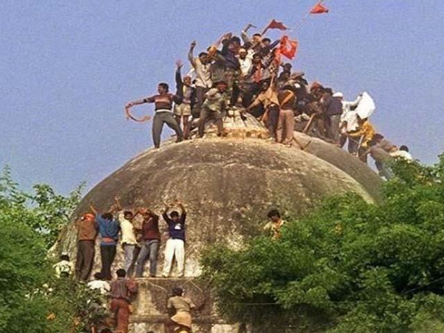 بھارتی سپریم کورٹ نے مسلمانوں کو مسجد کی تعمیر کے لیے 5 ایکڑ زمین دینے کا حکم دیا تھا۔ فوٹو : فائل