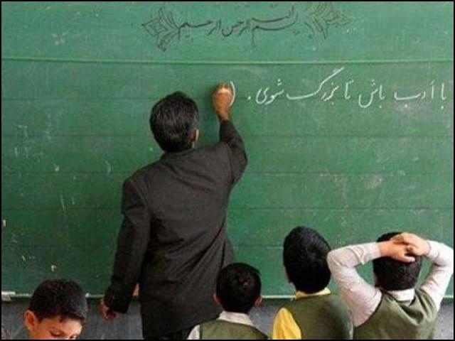 اساتذہ لائقِ تعظیم ہیں۔ (فوٹو: انٹرنیٹ)