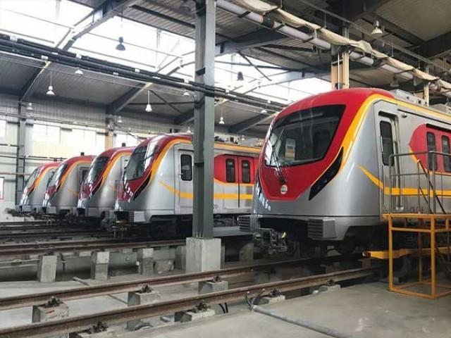 اورنج لائن میٹرو ٹرین روٹ کے 26 اسٹیشنز پر 2000 سے زائد پولیس افسران اور جوان ڈیوٹی پر تعینات ہیں۔ فوٹو: انٹرنیٹ