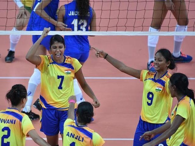 بھارت میں ریاستی گیمز کے دوران خاتون کھلاڑی کی تصویر وائرل ہوگئی (فوٹو : فائل)