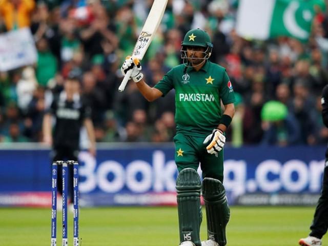 بولرز کی فہرست میں پاکستان کے عماد وسیم چوتھے اور شاداب خان آٹھویں نمبر پر موجود ہیں۔ فوٹو : فائل