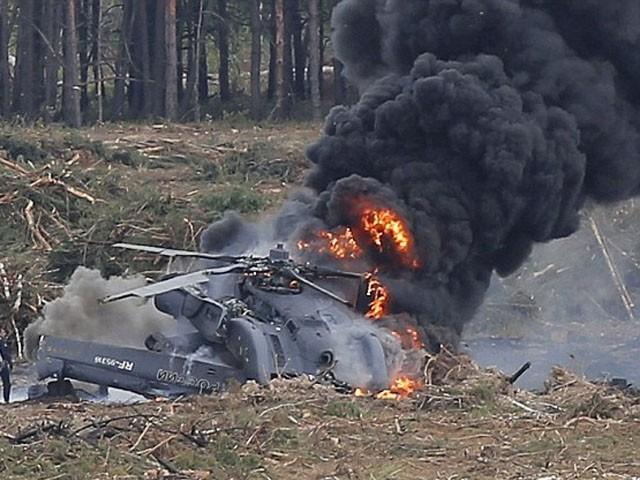 ہیلی کاپٹر تربیتی پرواز کے دوران خرابی موسم کے باعث گر کر تباہ ہوگیا۔ فوٹو : فائل