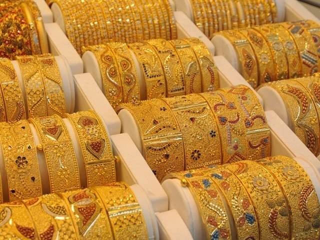 صرافہ مارکیٹوں میں فی تولہ سونے کی قیمت گھٹ کر 84700 روپے ہوگئی ۔ فوٹو:فائل