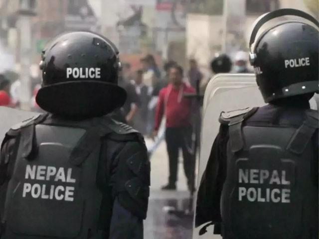 دو شہریوں اور ایک کانسٹیبل شدید زخمی ہیں، فوٹو : فائل