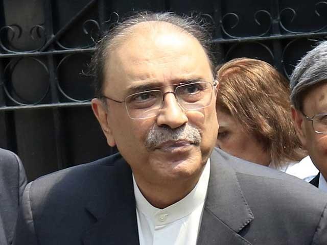 آصف زرداری ضمانت پر رہائی کے بعد جمعے کو کراچی پہنچے تھے فوٹو: فائل