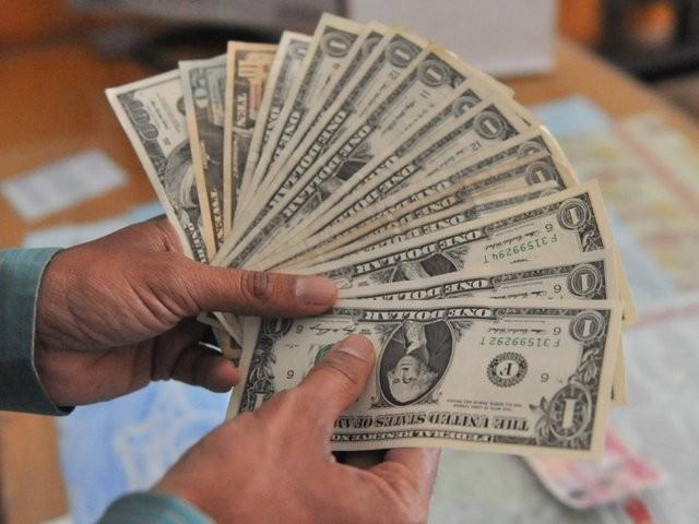 تحریک انصاف نے اندرون ملک 4313 ارب روپے جبکہ 3.21 ارب ڈالر بیرونی قرض لیا۔ فوٹوـفائل