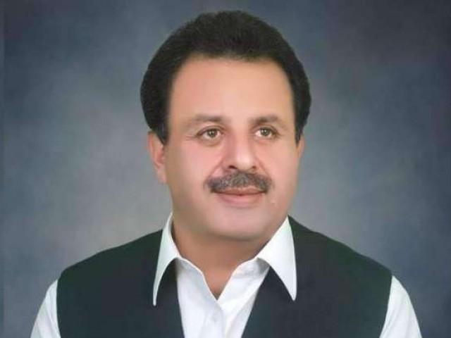 اکبر ایوب خان میٹرک پاس ہیں، وزیراطلاعات خیبر پختونخوا کی تصدیق۔ فوٹو: فائل