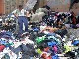 پاکستان بھی بڑی تعداد میں لنڈا کے ملبوسات اور دیگر اشیا درآمد کرتا ہے۔ (فوٹو: انٹرنیٹ)