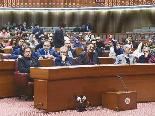 ہم نے میرٹ کی بنیاد پر نوکریاں دیں، پارلیمانی سیکریٹری فرخ حبیب- فوٹو: فائل