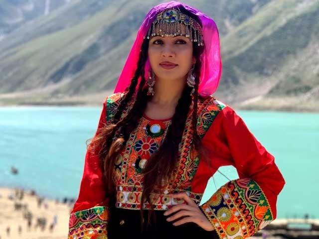 مجھے پاکستان اور یہاں کے لوگوں سے محبت ہے۔ رابی پیرزادہ فوٹوفائل
