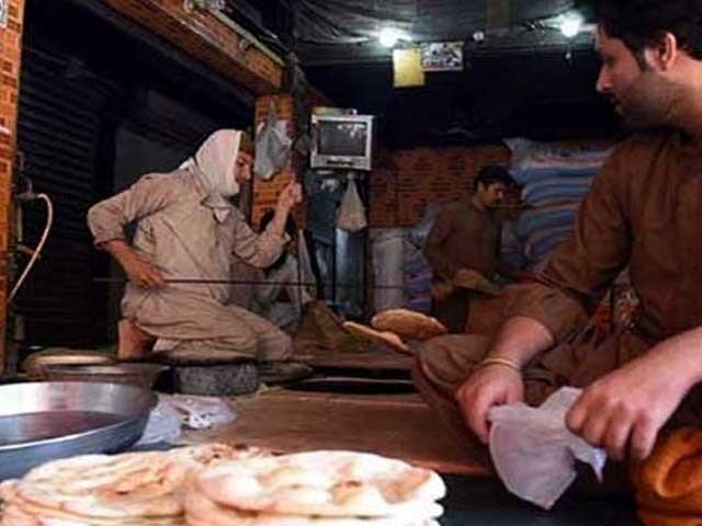 نان بائیوں کا آٹا مہنگا ہونے کے باعث روٹی کی سرکاری قیمت دس سے بڑھاکر پندرہ روپے کرنے کا مطالبہ