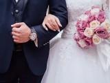 دلہن نے شادی میں شرکت کرنے والے مہمانوں پر 50 ڈالر فیس عائد کردی تاکہ وہ شادی کے اخراجات پورے کرسکے (فوٹو : فائل)