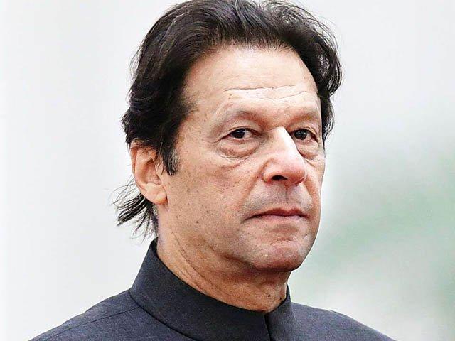 اپنے پاؤں پر کھڑے ہوئے بغیر دنیا میں عزت نہیں کمائی جاسکتی، وزیر اعظم (فوٹو : فائل)