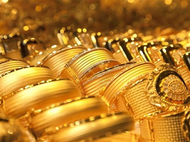 صرافہ مارکیٹوں میں فی تولہ سونے کی قیمت بڑھ کر 89 ہزار 950 روپے ہوگئی (فوٹو: فائل)