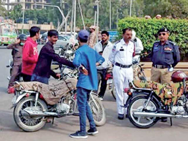 ٹریفک پولیس ویسٹ نے سب سے زیادہ 12لاکھ 51 ہزار850 روپے کے چالان کیے