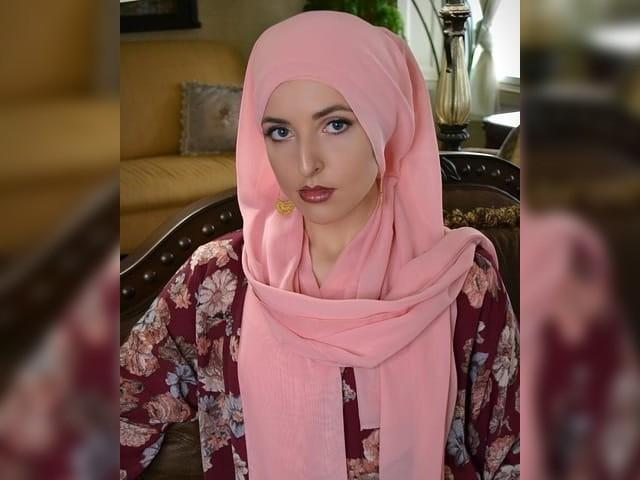 میں نے اسلام کو نہیں بلکہ اسلام نے مجھے چنا ہے، گلوکارہ جینیفر گراؤٹ۔ فوٹو: فائل