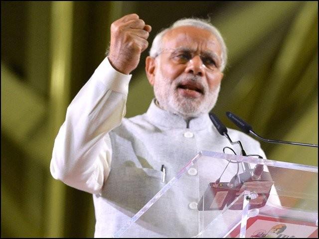 نریندر مودی خود کو بھارت میں رہنے والے 80 فیصد ہندوؤں کا نجات دہندہ ثابت کرنا چاہتے ہیں۔ (فوٹو: فائل)