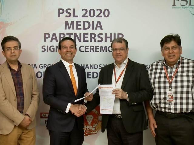 معاہدے کی تقریب ایکسپریس میڈیا گروپ کے کراچی آفس میں منعقد ہوئی (فوٹو : ایکسپریس)