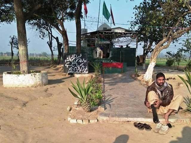 پاک بھارت سرحد پر واقع مزار پر جمعرات کو عقیدت مندوں کی بڑی تعداد حاضری دیتی ہے