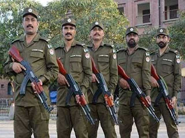 راولپنڈی پولیس کے اسلحہ ڈپو کی حالت زار کی وجہ سے پولیس کو شدید مسائل کا سامنا ہے، ذرائع . فوٹو : فائل