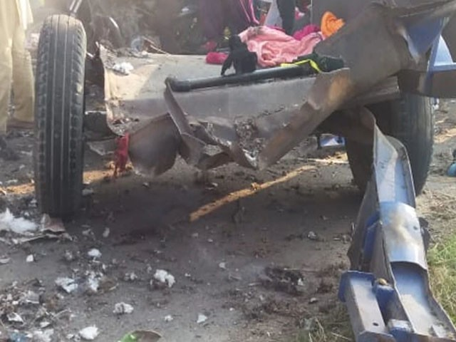 دھماکا ایک ٹریکٹر ٹرالی میں ہوا جس میں درجنوں افراد سوار تھے، فوٹو : بھارتی میڈیا