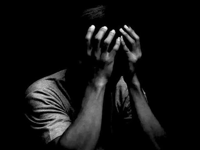 دنیا بھر میں خودکشی کے واقعات میں روز بروز اضافہ ہورہا ہے۔ (فوٹو: انٹرنیٹ)