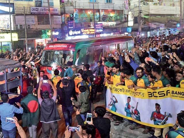 جونیئر ٹائیگرز نے فیصلہ کن معرکے میں 4 مرتبہ کی چیمپئن بھارتی ٹیم کو مات دی تھی۔ فوٹو: فائل
