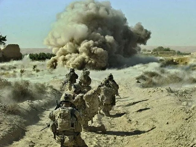 افغان فوجی اہلکاروں اور طالبان جنگجوؤں کے درمیان کئی گھنٹوں تک فائرنگ کا تبادلہ جاری رہا، فوٹو : فائل