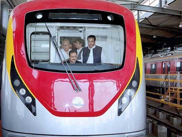 60روپےکا ٹکٹ رکھیں تو ٹرین کو چلانے کےلیے 10 ارب روپے سالانہ سبسڈی دینی پڑےگی، عثمان بزدار فوٹو:فائل