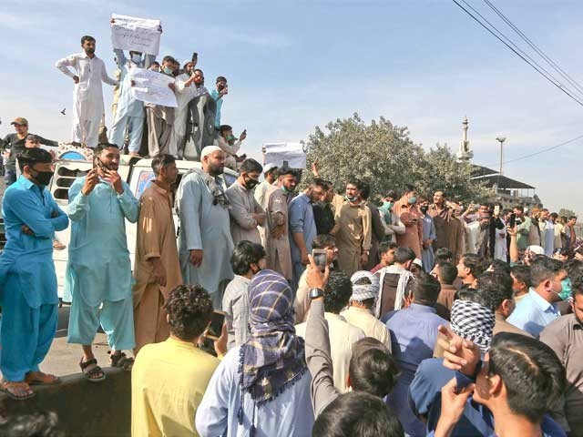 مظاہرین نے حادثے کی عدالتی تحقیقات کا مطالبہ کردیا ۔ فوٹو : آئی این پی