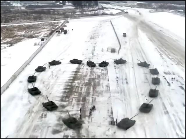 روسی فوج نے یہ پورا منظر مختلف کیمروں سے فلمایا بھی ہے جسے سوشل میڈیا پر شیئر کرایا گیا ہے۔ (فوٹو: یوٹیوب اسکرین گریب)