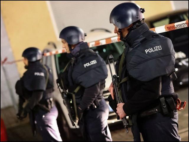 جرمن پولیس کا خیال ہے کہ اس کارروائی میں ایک سے زیادہ حملہ آور شریک تھے۔ (فوٹو: رائٹرز)