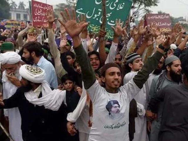 انسداد دہشت گردی کی عدالت نے تحریک لبیک کے کارکنوں کو قید اور جرمانے کی سزا سنائی تھی فوٹو: فائل