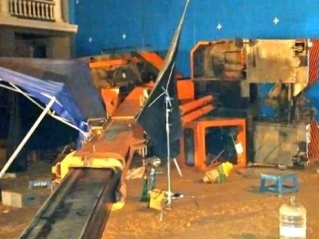 حادثے کے وقت کمل ہاسن کی فلم 'انڈین ٹو' کی شوٹنگ اسٹوڈیو میں جاری تھی (فوٹو: سوشل میڈیا)