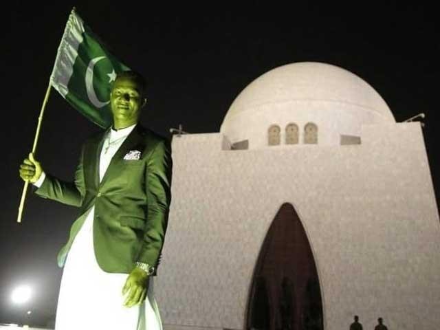 ڈاکٹر عارف علوی پاکستان کرکٹ کےلیے خدمات کے اعتراف میں ڈیرن سیمی کو23 مارچ کو  اعزازی شہریت سے نوازیں گے فوٹوفائل