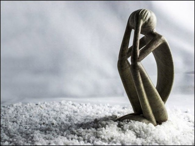 غفلت نے ہماری زندگی کو مشکل ترین بنادیا ہے۔ (فوٹو: انٹرنیٹ)