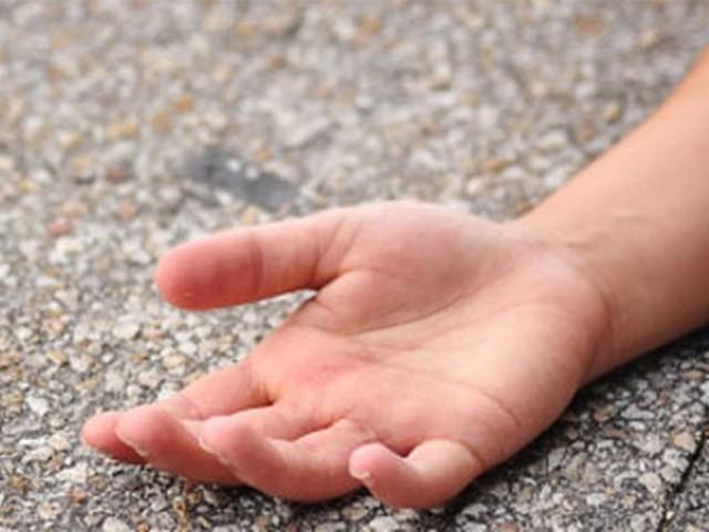 تینوں بچے طبی امداد ملنے سے پہلے ہی جاں بحق ہوگئے فوٹو: فائل