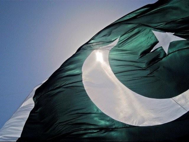 پاکستانی پرچم کی لمبائی 89 میٹر ہے جس کو کوئل پیپر سے تیار کیا گیا۔ فوٹو: فائل