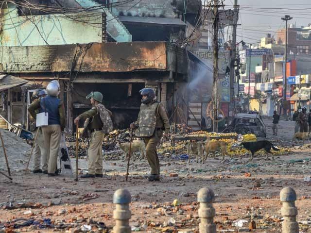 دہلی میں مسلمانوں کے گھر دکانیں نذر آتش اور مساجد شہید، زخمیوں اور ایمبولینسز پر حملے