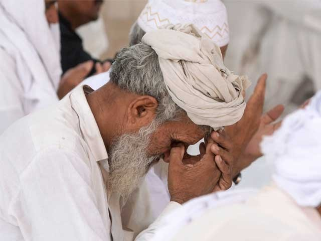 رب کریم ہمیں اپنے نبی مکرم ﷺ کے نقش قدم پر چلنے کی توفیق عطا فرمائے۔ آمین فوٹوفائل