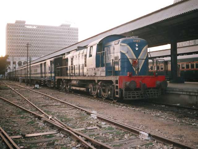 سرکلر ریلوے کی بحالی کیلیے تمام وسائل بروئے کار لائے جائیں،سپریم کورٹ۔ فوٹو: فائل