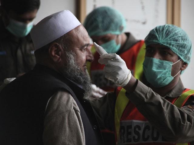 پاکستان میں 30 سے زائد مریضوں کی تصدیق کے بعد سے احتیاطی تدابیر مزید سخت کردی گئی ہیں، فوٹو : فائل